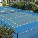 Campo de ténis e netball no Golf and Sports Resort